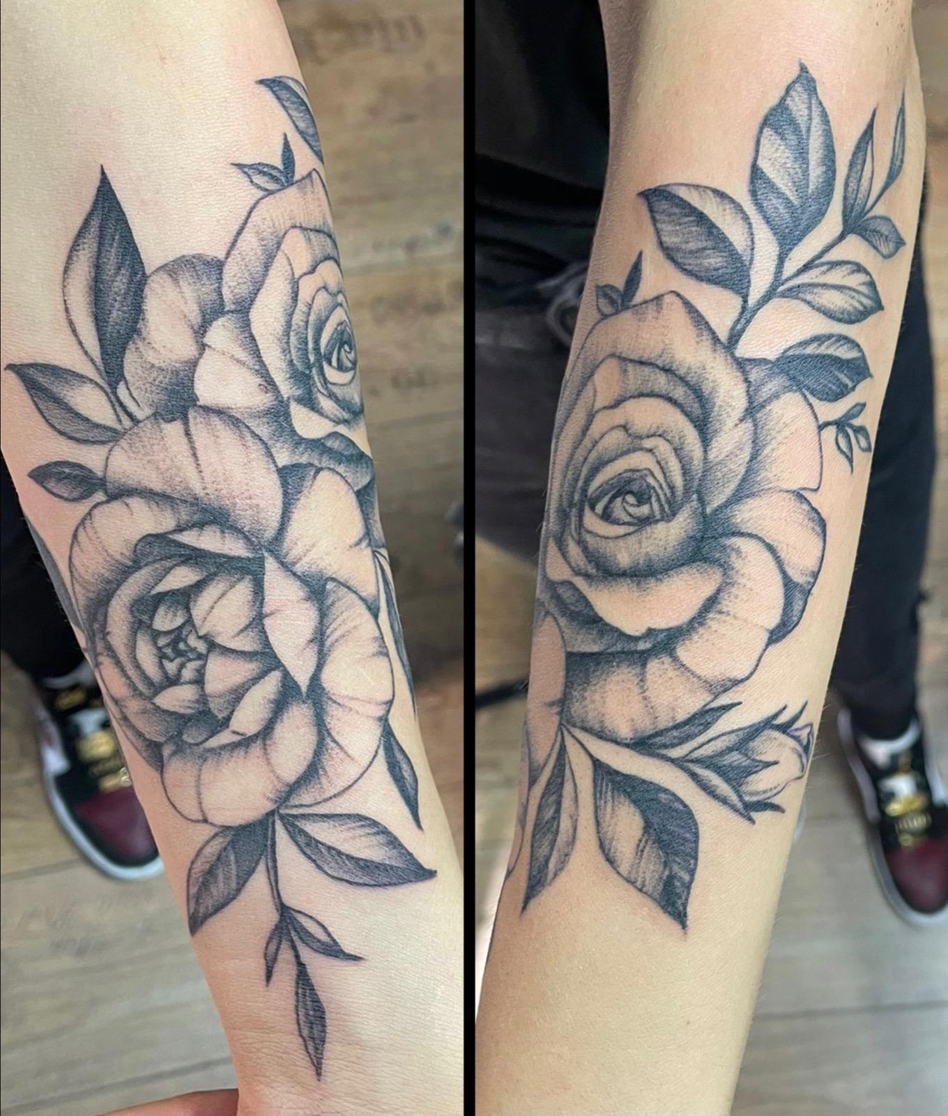 rose tattoo unterarm